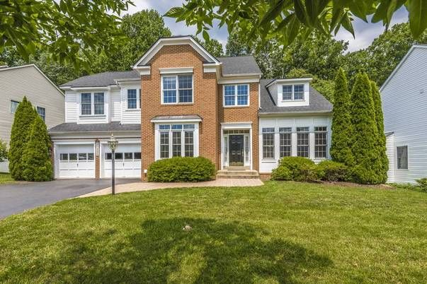 Lynn Collins of Long and Foster REALTORS® just listed 21225 Hickory Forest Way Germantown MD 20876 BACKS to TREES. Not another home. 5 BR colonial in Seneca Crossing with patio & deck, great for summer time cookouts. 2 story foyer, office, lg. LR with cathedral ceiling, Sep. Dining Room, TS kitchen & center isle that enters into FR with decorator columns & FP. Master suite with cathedral ceiling & luxury bath with jetted tub/sep. shower. Fin. LL with BR & FB, great for extended family…