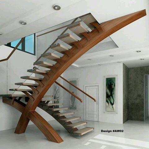 Detalles que marcan la diferencia: Escalones se apoyan en una moderna viga de madera en curva que empalma con techo. Ve mas #ideas para #remodelar en: arquitecturacreativa.blogspot.com Siguenos también...