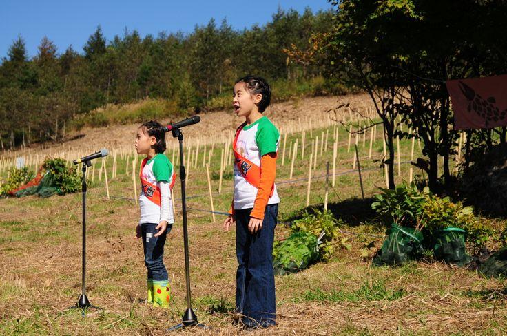 ≪Present Tree in 宮古≫第1回植樹イベント_20121008 開会式 葉っぱのフレディからふたりが来てくれました。