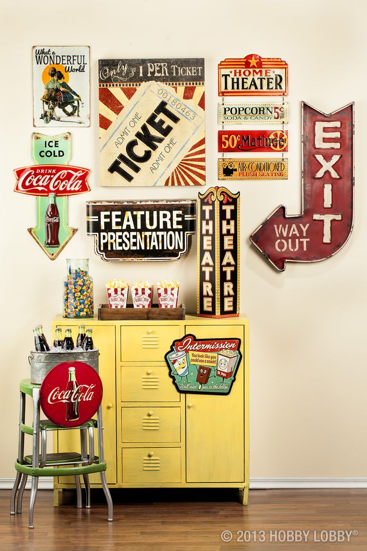 Planning an Oscars party? This vintage movie-themed decor is a great backdrop for celebrating the Academy Awards!