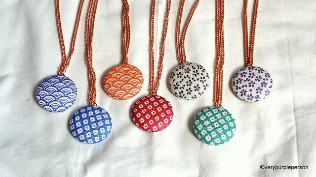 Making fabric button necklace by verypurpleperson, via Flickr: Diy Buttons, Crafts Ideas, Button Necklace, Buttons Bracelets, Buttons Necklaces, Buttons Pendants, Buttons Earrings, Fabrics Covers, Fabrics Buttons
