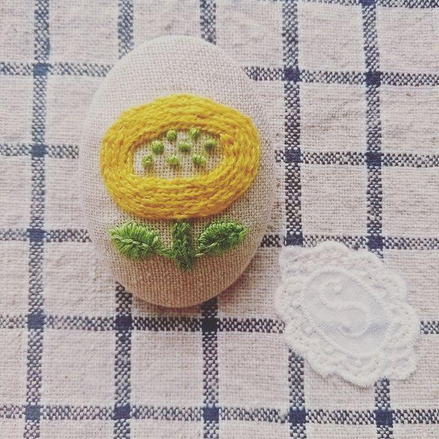 きいろ☆再販☆ 北欧風 ナチュラルな お花の 刺繍ブローチ