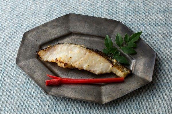 焼くだけでOKの漬けおき魚は、忙しいときに重宝する便利なおかず。市販品もあるが、自家製ならば好みの味で作ることができる。季節を感じるゆず風味もいいし、洋風や中華風なら目先が変わって喜ばれること請け合い | antenna