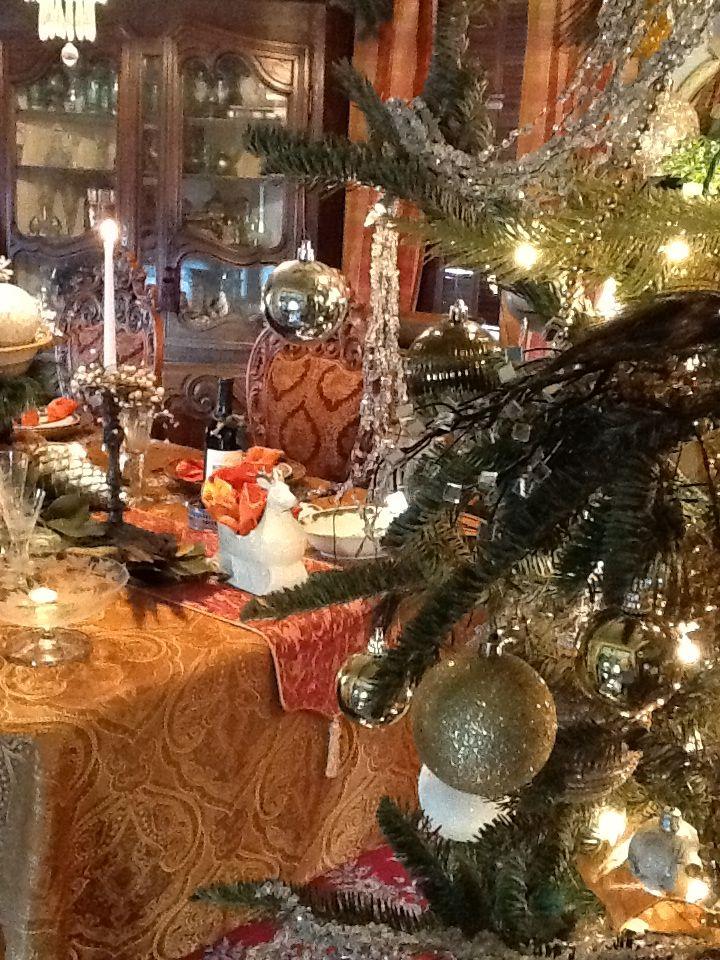 206 Best Christmas Dining Room Images On Pinterest  Christmas Magnificent Christmas Decorations For Dining Room Design Inspiration
