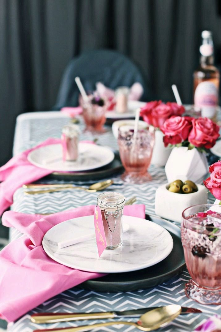 Pink & Gray Tablescape for a Celebration Dinner Party #tablescapeideas #pinkandgraytablescape #dinnerparty #entertaining #birthdayideas