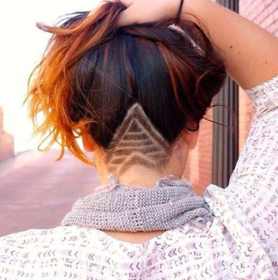 Na de onvervalste, verstopte regenboog-haartrend wordt het internet nu gedomineerd door een andere nieuwe haartrend: de verstopte haartattoo. Een geschoren kunstwerkje onder je haar. Wat vinden we ervan? To shave, or not to shave?