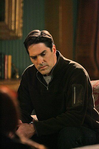 Thomas Gibson...love me some Criminal Minds