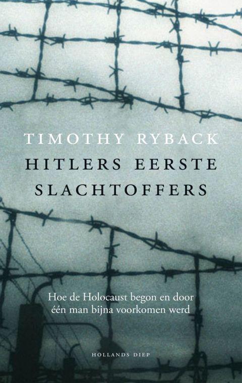 Timothy Ryback - Hitlers eerste slachtoffers  |  Dit verbijsterende boek laat tot in de kleinste dramatische details – plaatsen, tijdstippen, mensen en gebeurtenissen – zien hoe de Holocaust begon, en hoe die bijna gestopt werd.