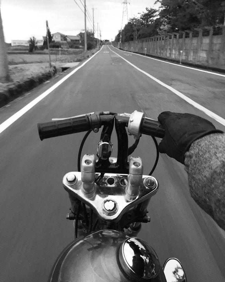 外マジで寒ィ 寒すぎてたまんないね(;; でも寒くってもバイクはやめられないね笑 It is cold recently ! But motorcycle riding on without fail #hardcore #vintage #vintagestyle #custom #chopper #HONDA #JAZZ #jazz50 #jazzchopper by totechite1120