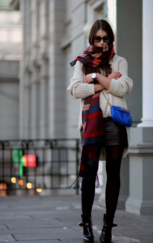 Repin via: Paulien (Polienne Blog) #cozy scarf #blue bag #shorts and booties