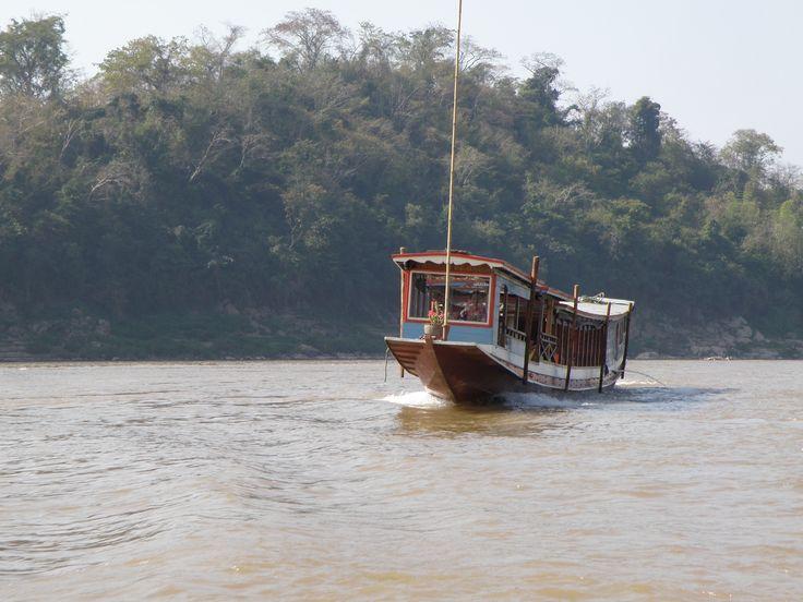 メコン川の船旅で少数民族の村へ  https://www.pinterest.com/buzzport0574/メコン川の船旅で少数民族の村へ/