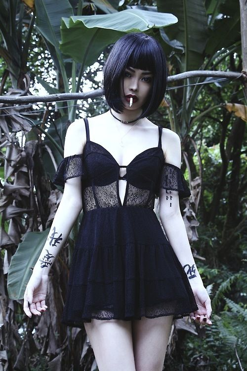 Is this Felice Fawn? Can't tell. Anyway, love this (nu) gothy, boho-ish, short black dress. Great for summer goth fashion.