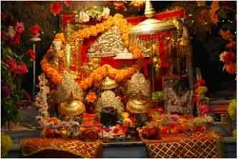 Read this post and explore the Maa vaishno Devi yatra and visit all the places in an imagination. This is the one of the most famous religious destination located in Kashmir.