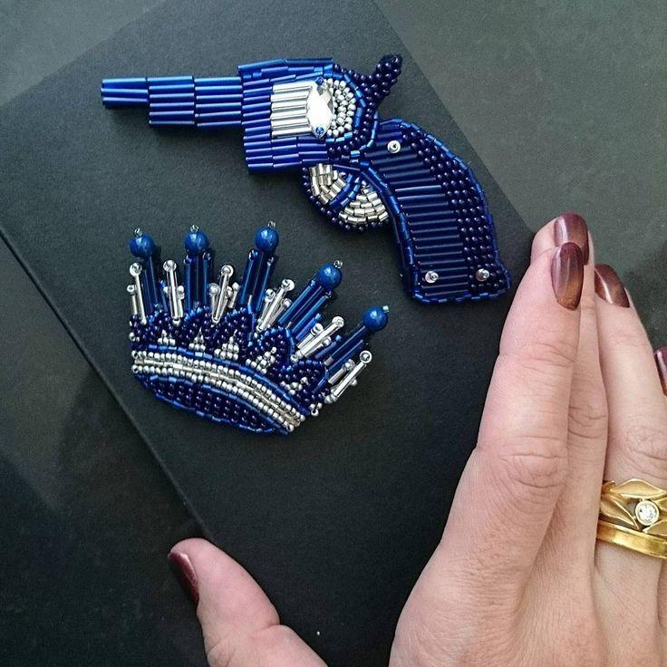 На страже короны Ее Величества Такой сэт был выполнен по индивидуальному заказу для боевой красотки @petrunyei2010 #бисер #брошь #брошьпистолет #брошькорона #брошьизбисера #хендмейд #вышивка #нашивка #handmade #print #brooch #handmadebrooch #broochgun #handwriting #hobby #хобби #beading #beadwork #bead #embroidery #stars #leather #sparckle