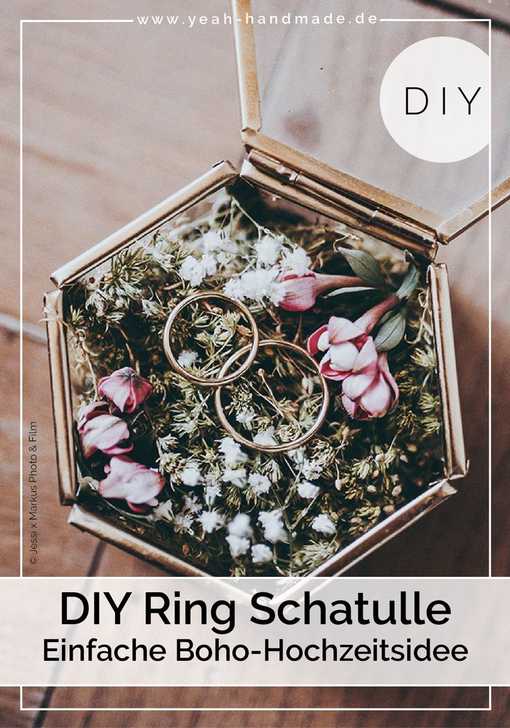 DIY wedding ideas: Ring pillow made of moss in a glass casket