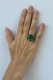Ring verzilverd met ronde, GROENE transparante steen - one size -  Maat : one size - De maat is verstelbaar voor elke vinger.Extra detail : subtiele tekening doorschijnend te zien door de steen heen en op de omtrek van de ring in 'filigraan' Ring SILVER plated with GREEN, round transparent stone. one size, adaptable size to each finger.