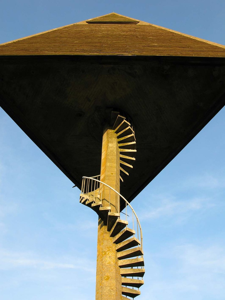 Utzon, 1952, Watertower - Svaneke, Bornholm, Denmark - great Picture, looks like the Tower only have one leg (the stairway), but it's a triangle with 3 legs and a stairway:-)