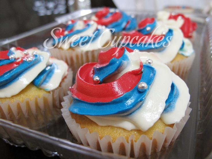 Cupcakes de Vainilla con crema de mantequilla con los colores del Junior.    Copyright® Sweet Cupcakes