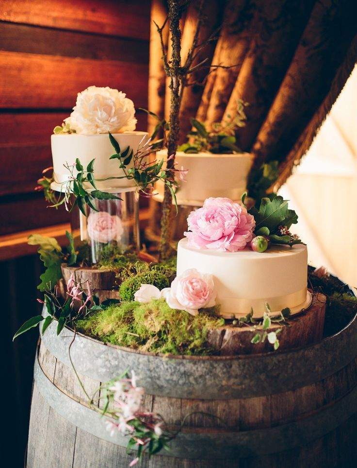 wedding cakes with fresh flower toppers