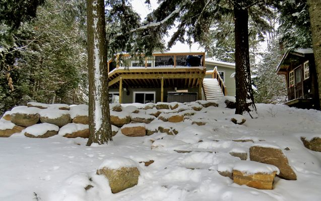 Fabulous cottage available for weekends or by the week. Kashagawigamog Lake 55 - sleeps a maximum of 9, has a kids loft and pets permitted. For more information please see web page. #WRDCottageRental #ONHighlands #ComeWander