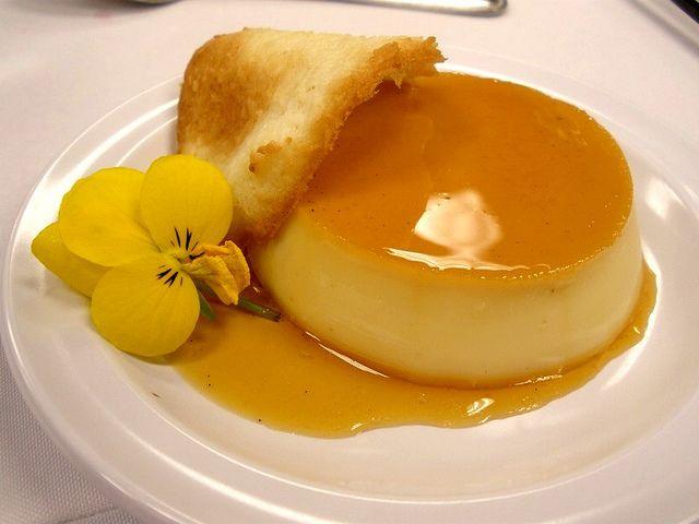 Il creme caramel Bimby è la ricetta di un dolce classico francese che non può mancare nel tuo repertorio. Da cuocere a bagnomaria direttamente con il Varoma