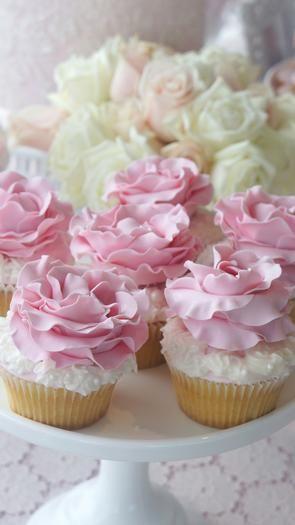 BeautifulPretty Cupcakes, Floral Cupcakes, Sweets Tables, Fancy Cupcakes, Sweet Tables, Lace Cupcakes, Vintage Lace, Rose Cupcakes, Beautiful Flowers