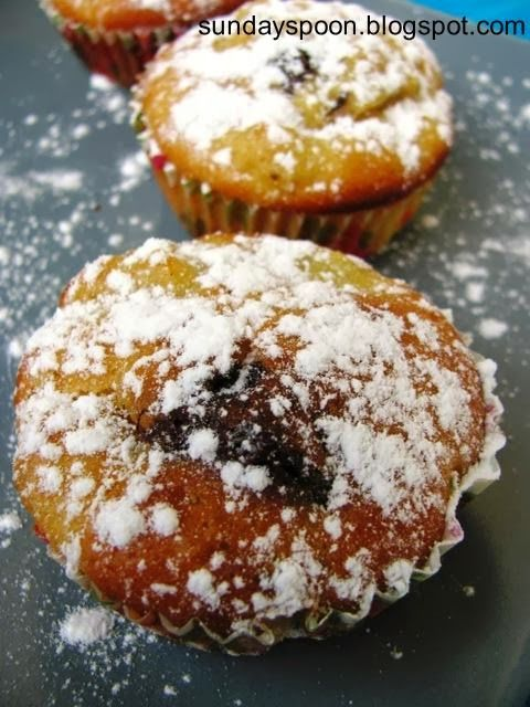 Apple and chocolate muffins / Νηστίσιμα κεκάκια με μήλο και σοκολάτα
