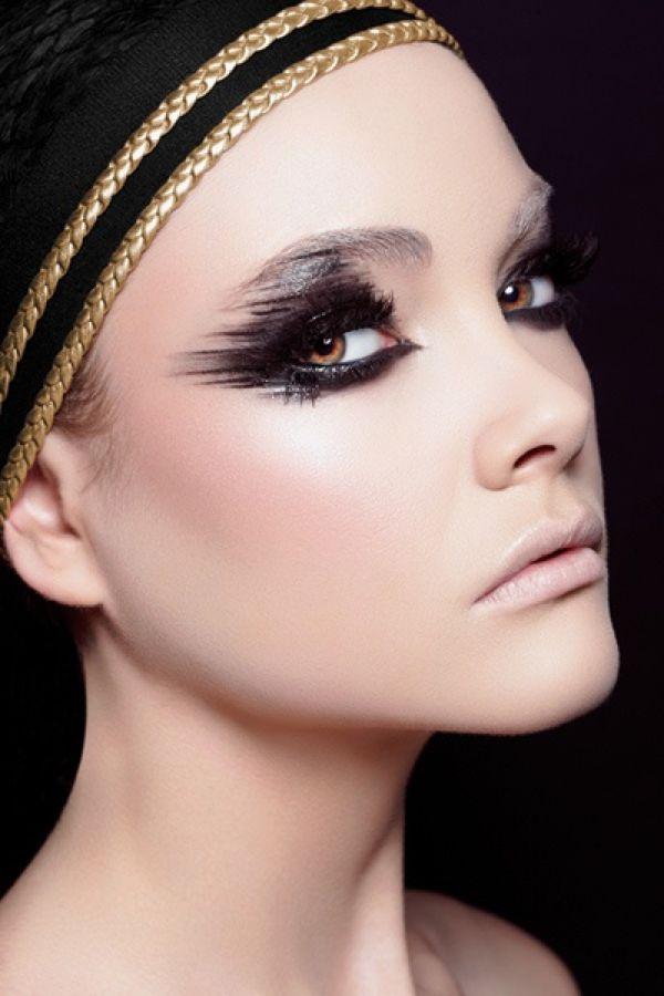 Graphic Eyeliner #makeup #feelunique