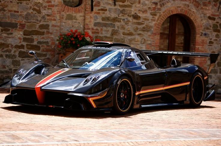 Under the hood,2014 Pagani Zonda Revolucion is powered by an amazing Mercedes-Benz AMG6.0-liter V12 unit which produce800 horsepower or 5...