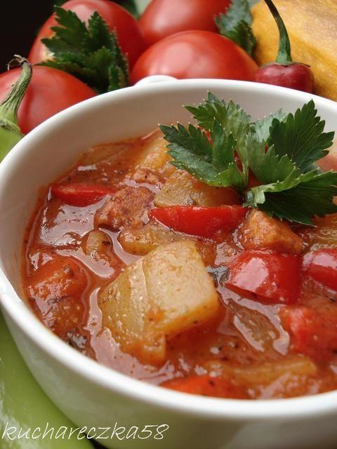 Leczo z cukinia, kiełbasą i świeżymi pomidorami