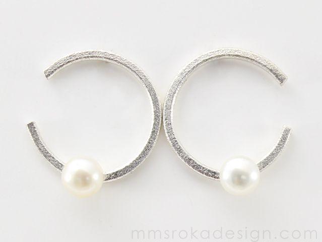 Kolczyki okrągłe z perłą MMK48 | MM Sroka Design