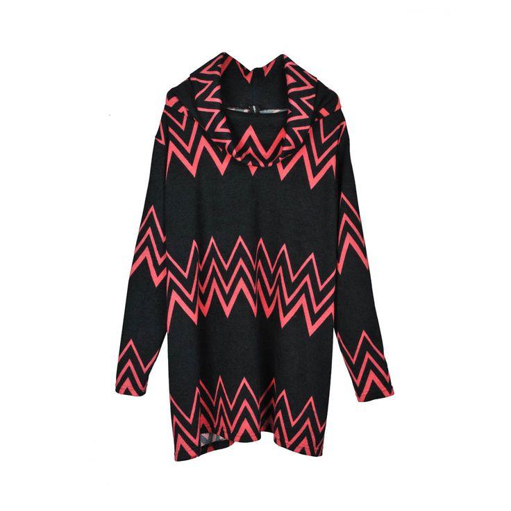 Sweater de mujer lanilla cuello tortuga, estampado zigzag de color azul marino y fucsia.