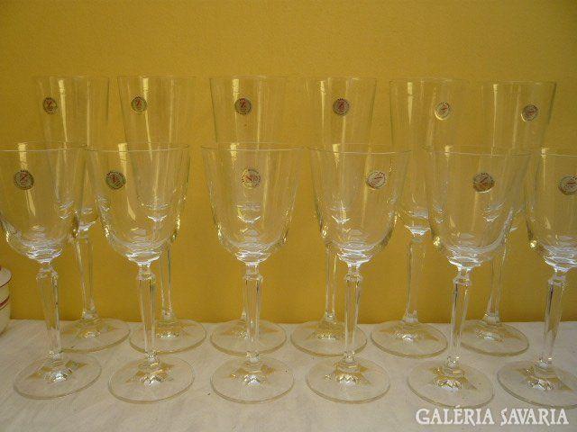 Régi kristály pezsgős és boros poharak