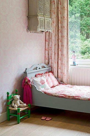 Vintageroom...cute for little girl