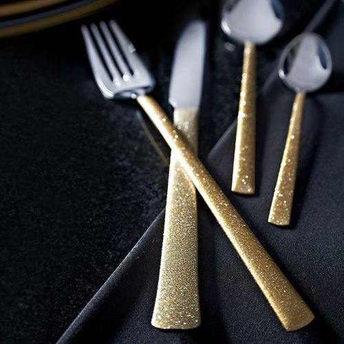 4 x Table knives (225mm) 4 x Table forks (215mm) 4 x Dessert spoons (185mm) 4 x Tea spoons (140mm)  Viners High Fashion Dazzle Gold 18/10 Stainless Steel Cutlery - with over a century of cutlery manufacturing experience, Viners is highly distinguished, trusted and much loved cutlery brand, steeped in British Heritage. Viners origins date back to Sheffield in the early 1900s, since then Viners have maintained a tradition which combines best in class materials and cutting edge technologies...