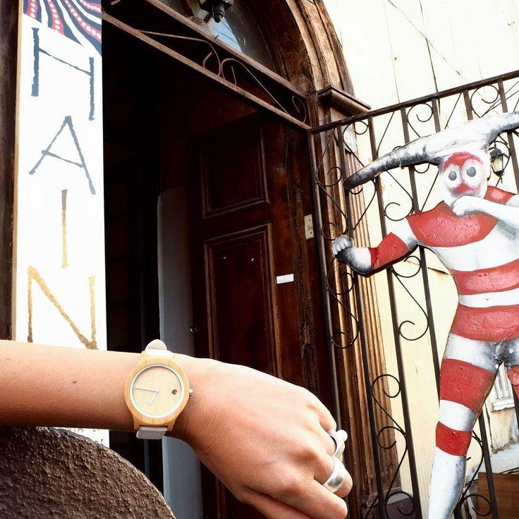 Nuestros relojes ya están disponibles en #valparaiso en la Tienda Hain! Ubicada en calle Concepción 194 cerro Concepción. Ven a esta icónica tienda a conocer nuestra colección y otros productos de diseño y fabricación nacional . Los esperamos! #castorwatches #castorindie #reloj #relojes #watch #watches #relojesdemadera #woodenwatch #hain #tiendahain #selknam