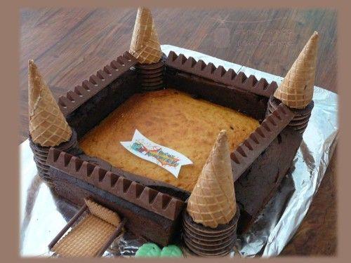 Pour chevaliers et princesses, voici un de mes premiers gâteaux à thème que j'avais réalisé pour les 4 ans de ma petite puce...(comme le temps passe vite !). Un grand classique mais vous êtes nombreuses à m'avoir demandé quelques détails, alors les voici...