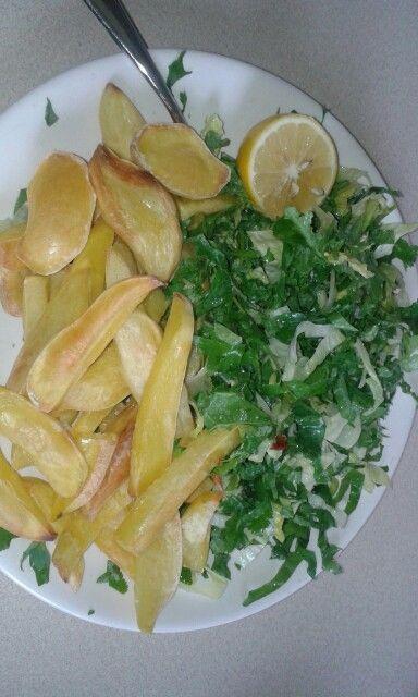 Zero oil zero fat chips with kale salad