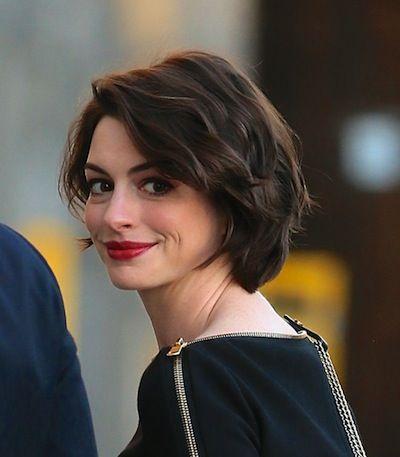 Anne Hathaway S Wavy Bob Sheknows Celebsalon Hair