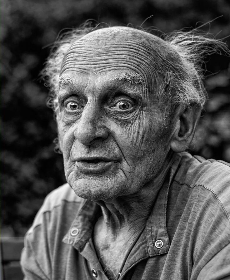 Una tema: Sé simpático a las personas viejas.