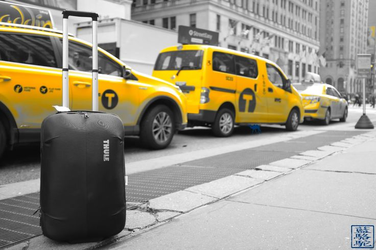 Voyage a New York  #newyork #voyage #taxi #valise #luggage #thule #street #streetshot #photography #yellow #cab