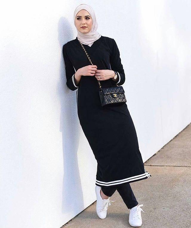 On the go with @withloveleena ✨ #hijabfashion