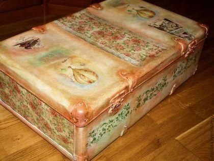 Купить или заказать Чемодан 'Bon Voyage' в интернет-магазине на Ярмарке Мастеров. Настоящий винтажный чемодан) Чемодан впишется в любой интерьер, и в нём удобно хранить милые и дорогие сердцу вещи!) Отлично подойдёт для детской - хранить игрушки. Очень вместительный. Фурнитура рабочая.