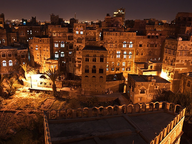 Das Foto YEMEN   Sanaa   Old Sana`a hat folgende Stichwörter: Arabien,  Jemen,  Sanaa.