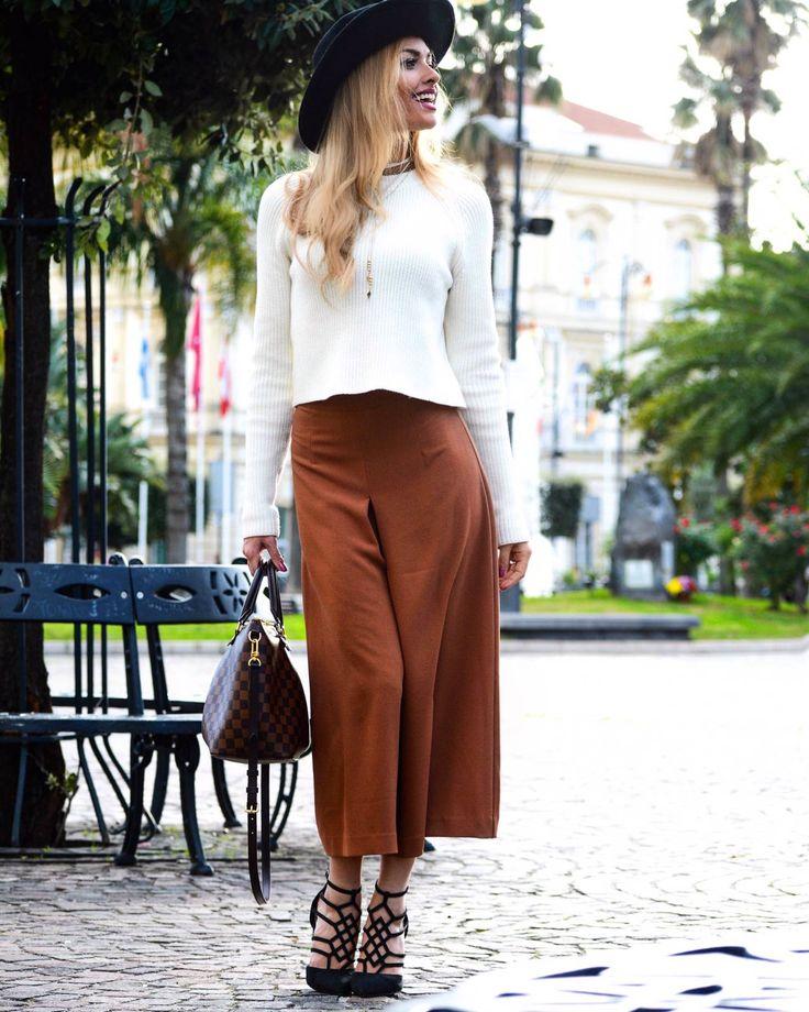 Giulia Andrea Gaudino in un #TotalLook estroso e di tendenza firmato #HannyDeep: i cropped-pants e la maglia girocollo sono perfetti per creare un look da passerella... anche in città! www.hannydeep.com   #fashionstyle #giuliagaudino #fashionblogger