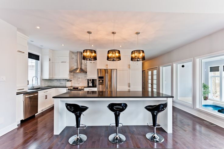 © Design: Conception d'armoires Inspira inc. ////  Cuisine de style transitionnel avec lignes épurées contemporaines.----  Transitional style kitchen with refined comtemporary lines