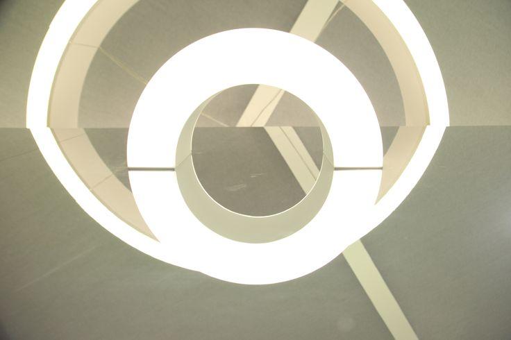 Efecto de #iluminacion Half sobre espejo, nueva colección de Norlight