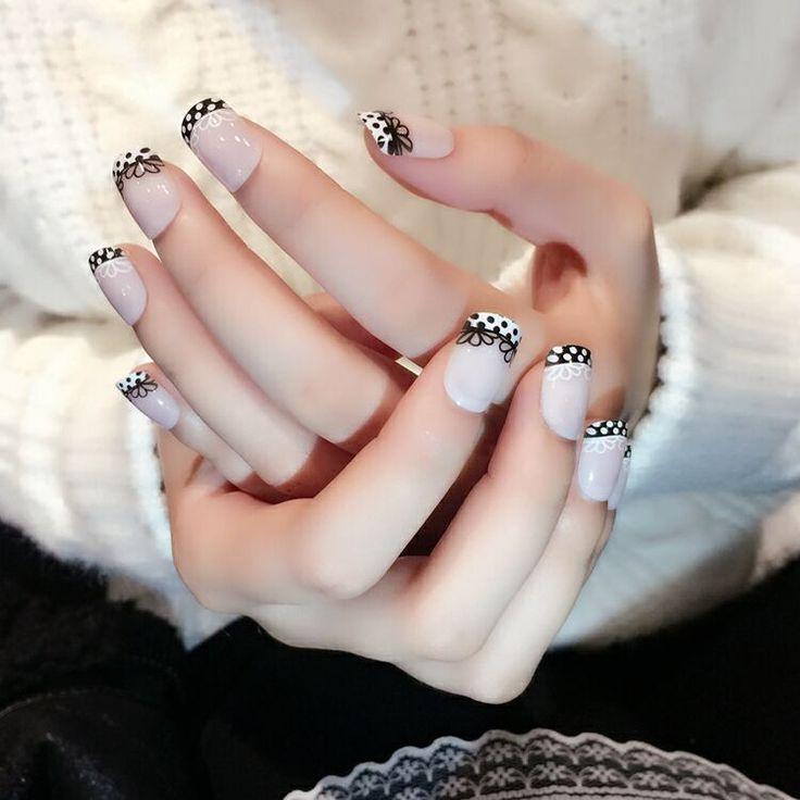 Cute 24 Pcs False Nails French Manicure Flower with Spots Short Natural Artificial Nails Flat Head nagels spulletjes
