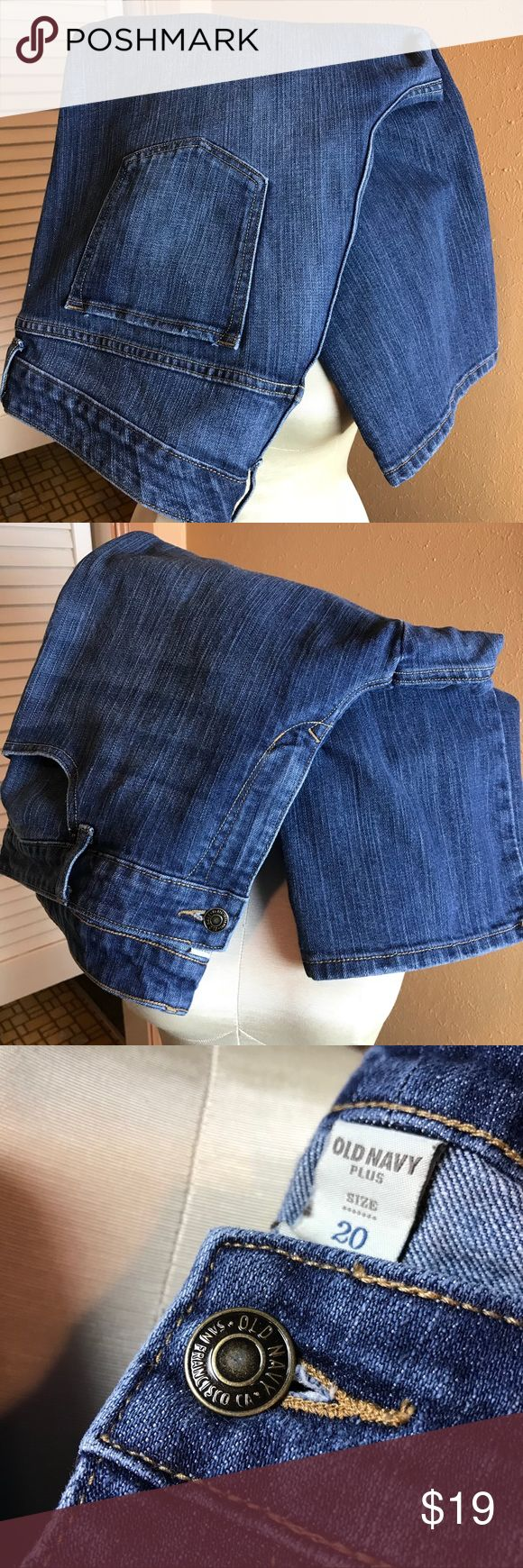"Old Navy Women's Cropped Ankle Jeans 20 EUC! Cute trendy 80% cotton, 19% polyester, 1% spandex. Waist  21"", Inseam 24"". Excellent condition. Old Navy Jeans Ankle & Cropped"