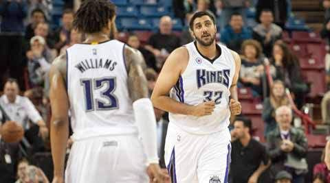Sim Bhullar beats the buzzer for sixteen seconds of fame